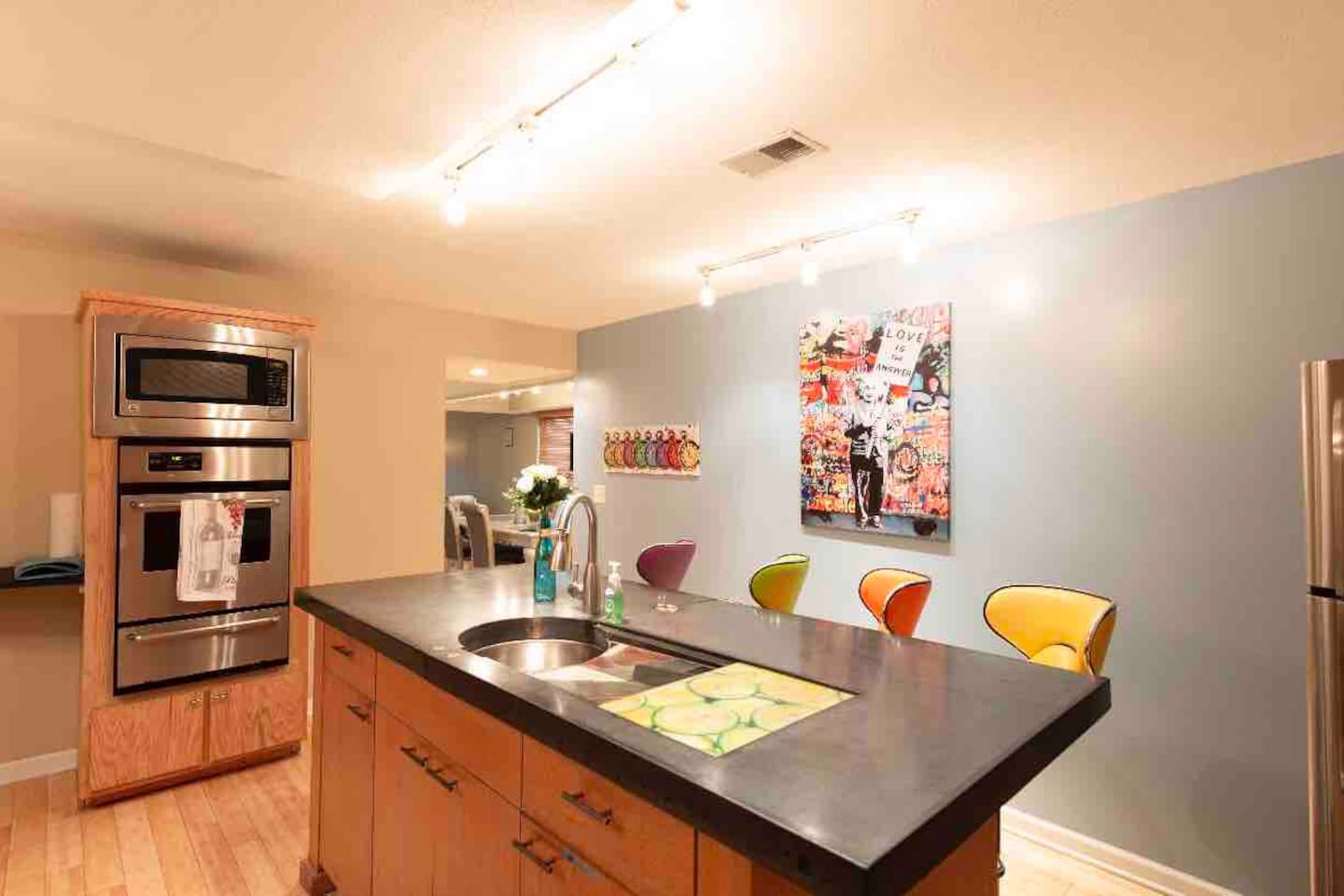 Colors! Great kitchen space for entertainment.