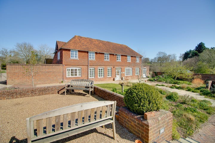 The Old Stable - price reduced for 6 bedrooms