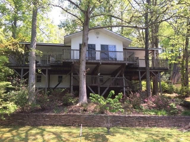 Quiet Lakefront Home Tucked Away in the Smoky Mts. - Robbinsville - Casa