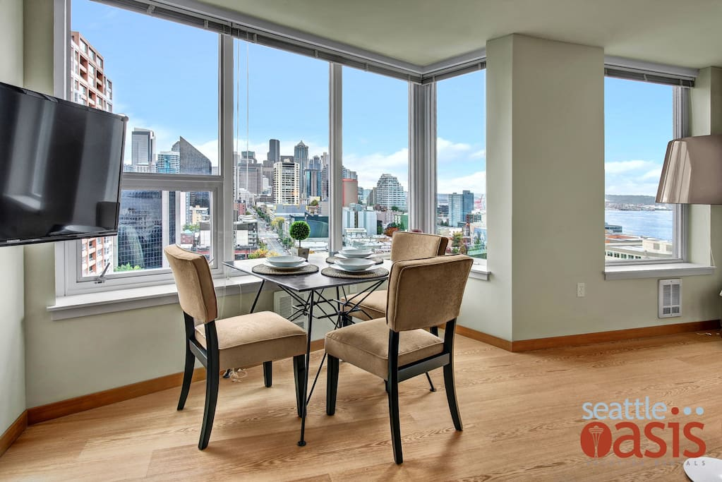 "Eat like a celebrity with this ""dining room"" view."