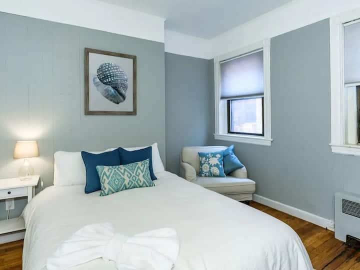 1 Bedroom Convenient & Fun  Back Bay location!