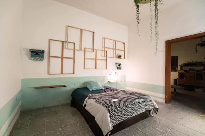Cosy Room in city-center