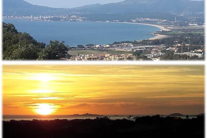 Rez de villa avec vue mer