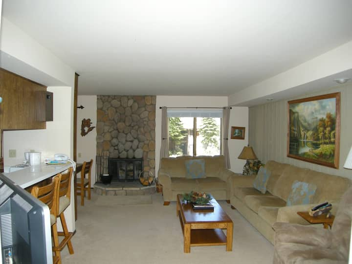 Cozy 1 bedroom condo close to the Village and slopes! #119