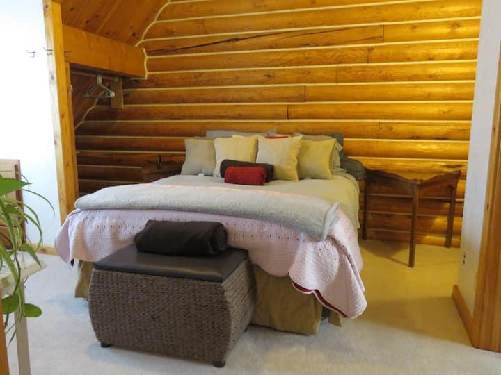 Cozy Room, bath and Breakfast!