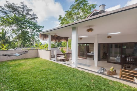 Modern big villa with a garden on the roof 50 Mbps