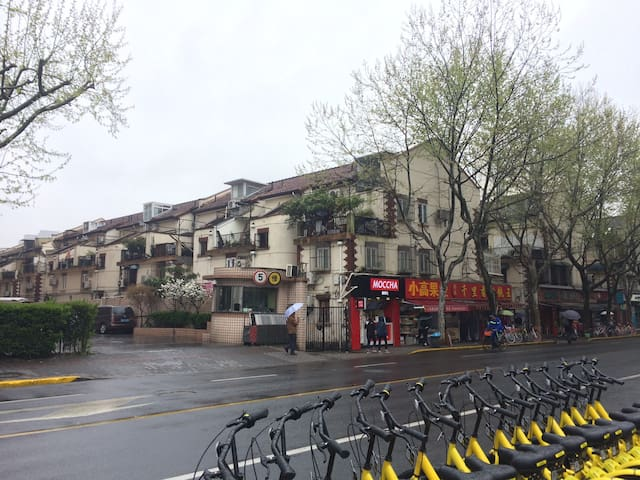Line10/13 新天地站 Xintiandi 50m 市中心新里洋房 坡顶大床卧室 - 上海 - Apartment