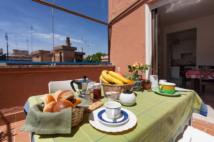 Charming Terrace in Rome, close to Trastevere - Rzym - Apartament