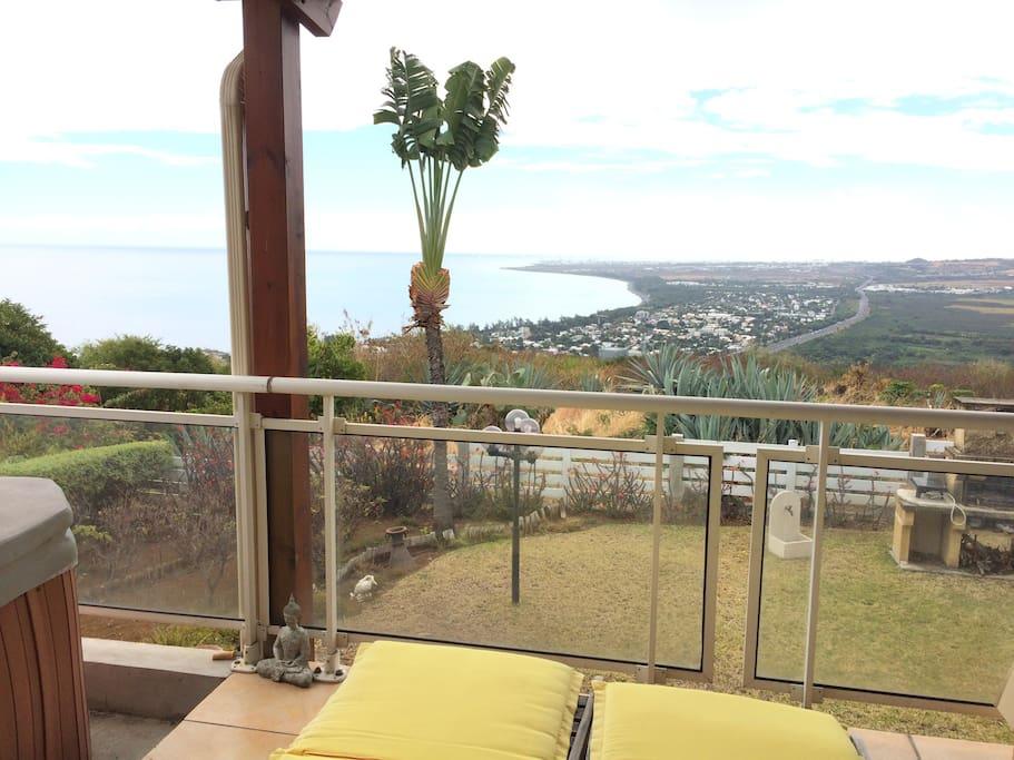 Grande terrasse vue panoramique mer et montagne