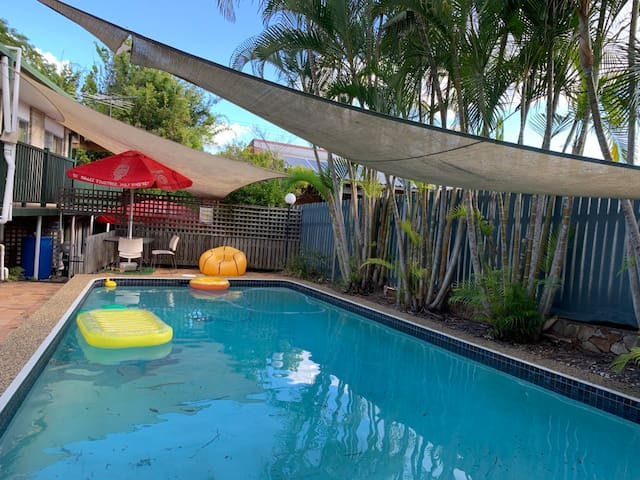 Top Area of Brisbane, WIFI, Foxtel, Air Con & Pool