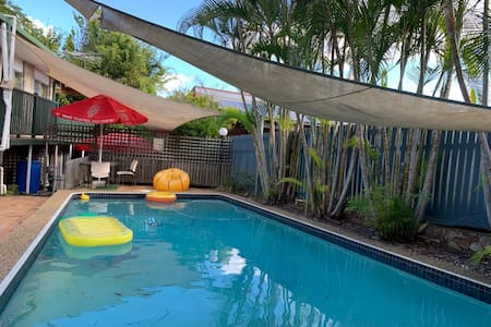Top Area of Brisbane, WIFI, Foxtel, Air Con & Pool