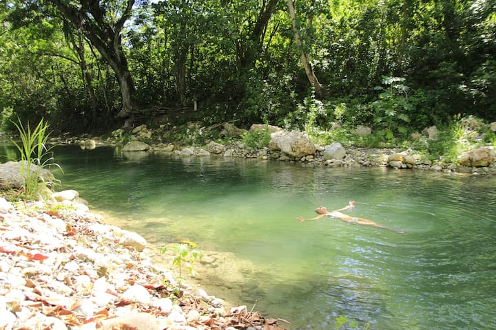 Cheap Family Room: River Paradise Jamaica