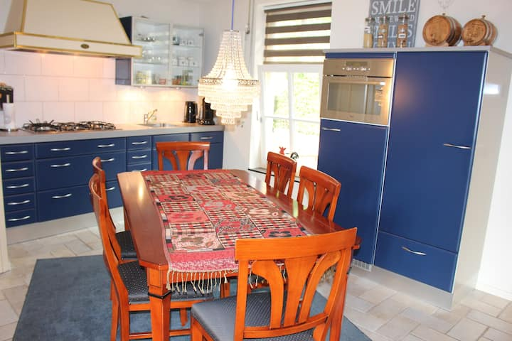 Nice cosy house near national park in city Drunen