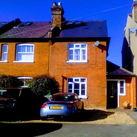 Victorian Cottage in Claygate - double room
