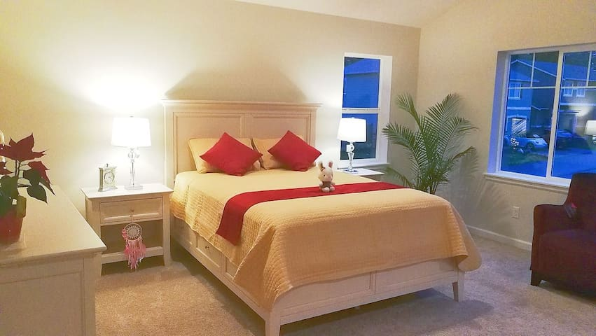 Clean,comfort and large bedroom with breakfast