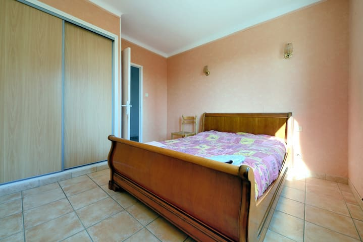 Beautiful Room With Double Bed in Provencal House