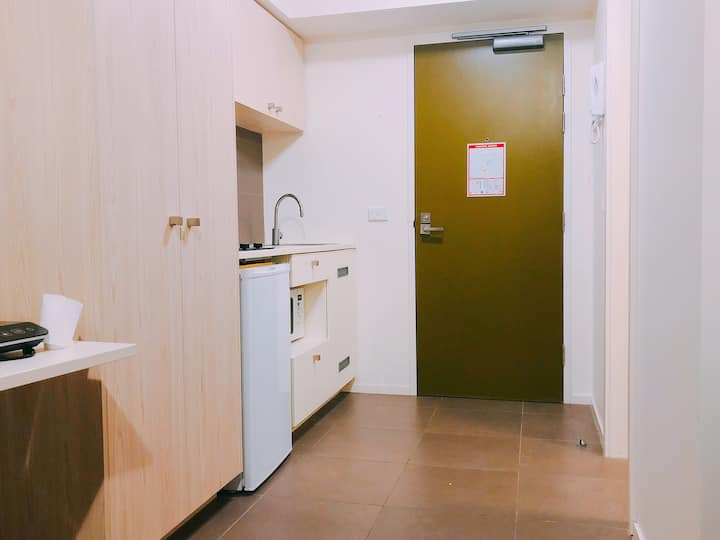 Private cosy studio, city central. TWO MONTHS ONLY