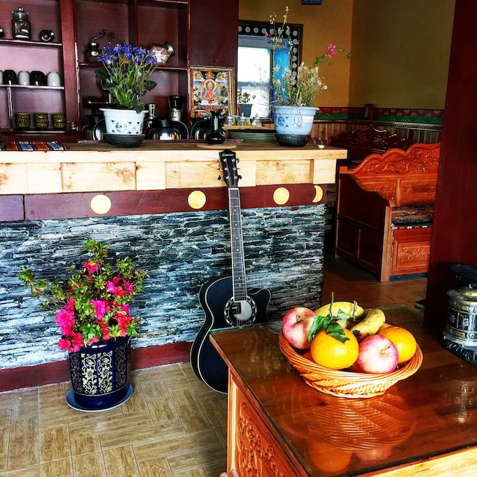 Cafe & Bar Area