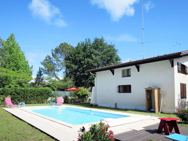 Holiday home in Andernos for 8 persons