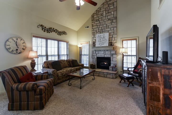 Peaceful Fall Getaway,Golf View-close to TRL & SDC