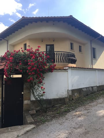 Beautiful Family Mountain Home near Tryavna
