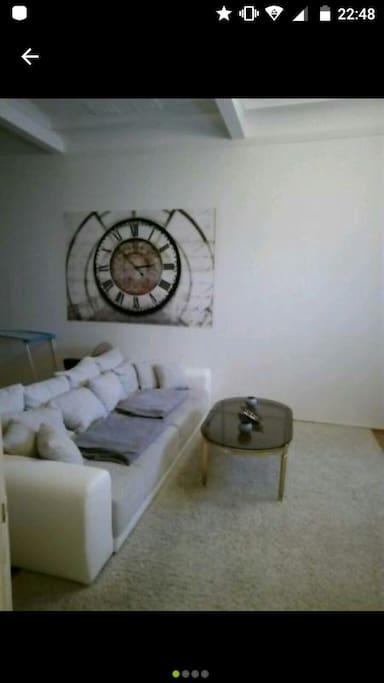 Wohnzimmer mit Platz bis zu 4 Personen  30 qm