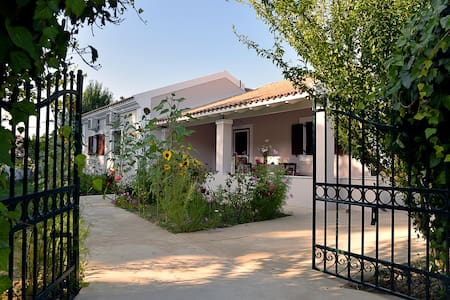 Quiet Family Home Near Logas - Peroulades corfu