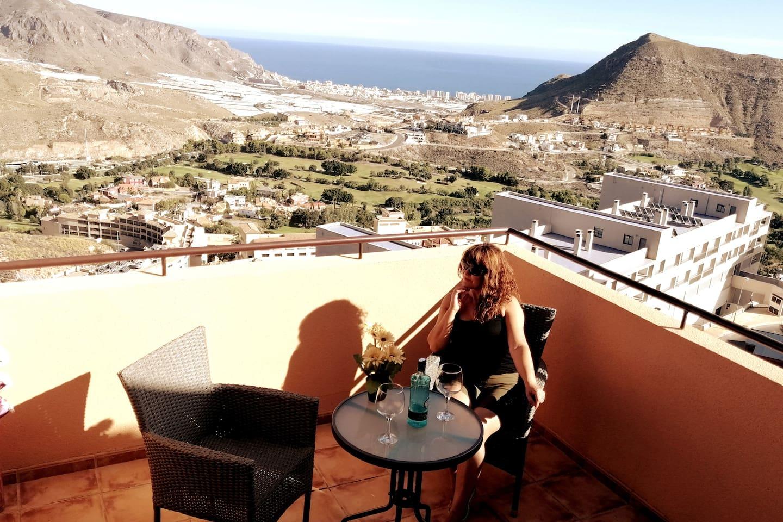 Vistas espectaculares del campo de golf, montañas y el Mar de Aguadulce, Almería.