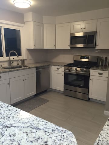 **Renovated 3bed/2.5bath**near shul - Beachwood - House