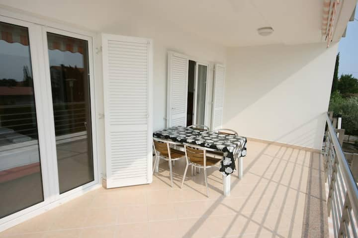 One bedroom apartment with terrace Novalja, Pag (A-6398-a)