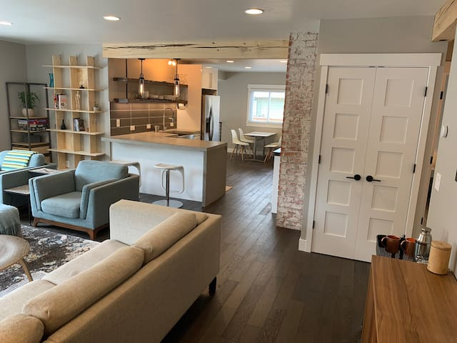 Fully renovated modern Bungalow close to downtown