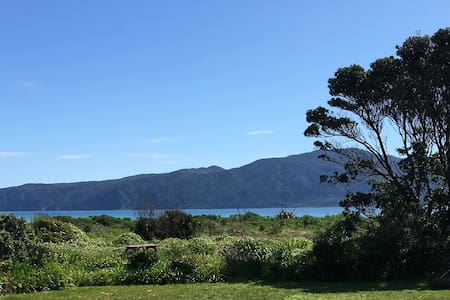 Sunny beach house, stunning view pvte beach access - Paraparaumu Beach
