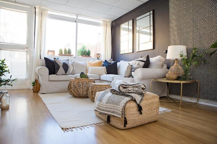 Enjoy sunshine @designer duplex w/ terrace+parking