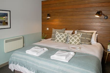 Sleeps 3 (double bed or 2 twin beds and a single sofa bed) an en-suite shower room.
