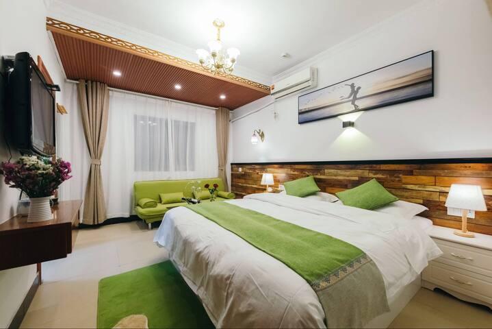 西塘景区内中心位置(海棠轩)豪华大床房