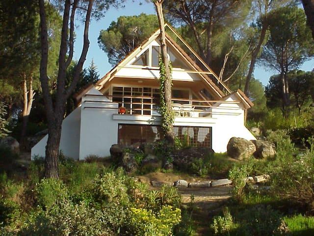 Casa Salamandra. Con piscina, junto al pantano