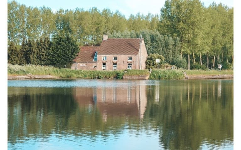 Private room in oasis of tranquility - including breakfast - near Bruges