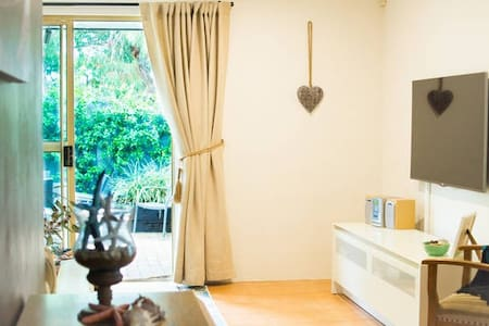 Relaxing, fresh & clean private room,walk to beach - Scarborough