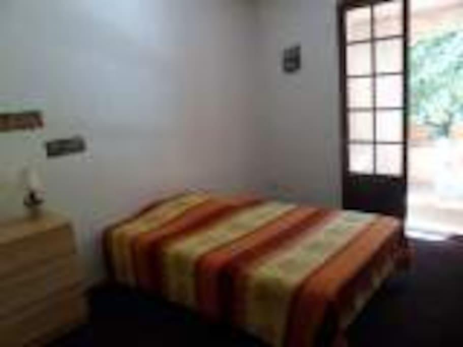 appartement rez de jardin appartements louer saint maximin la sainte baume provence alpes. Black Bedroom Furniture Sets. Home Design Ideas