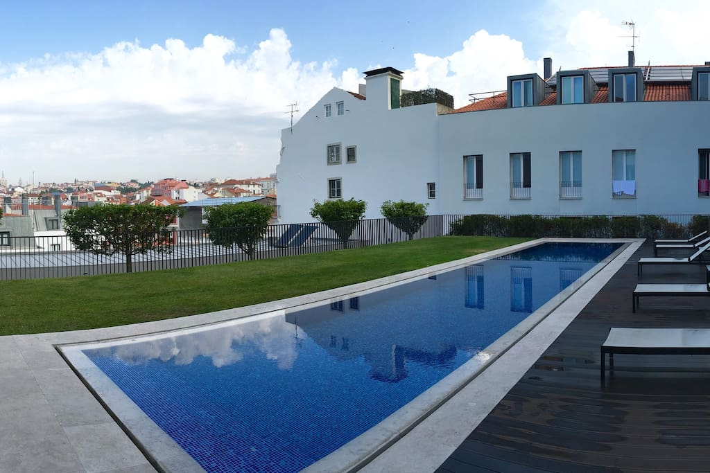 Private Pool with views to the west over Lisbon and the sunset! Guests have full access!