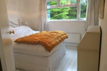 Double room in Seaside House - Milford on Sea