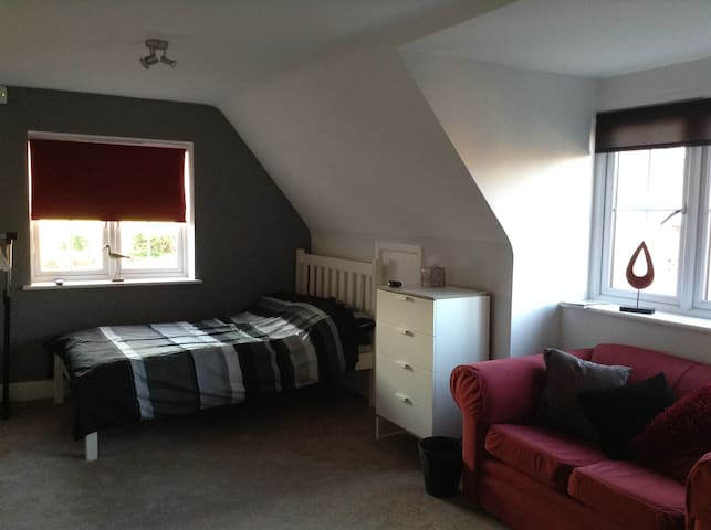 Modern, self contained studio apartment - England - Daire