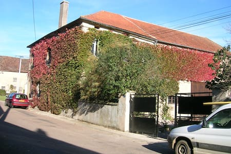 19th Century Village House in Burgundy - Asnan - Huis