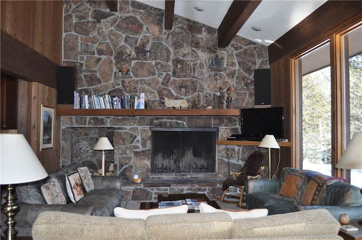 Bray House - 4BR Home + Private Hot Tub - Teton Village - House