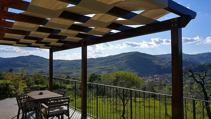 Cozy Apartment with view in Tuscan Farmhouse
