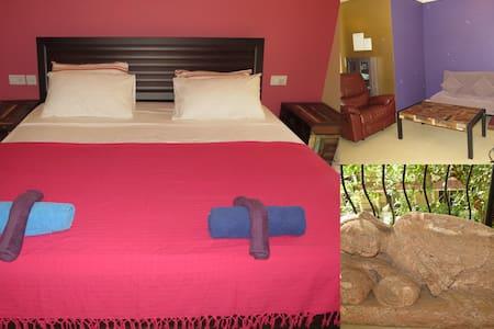 r22) Glorious 1 Bed Apartment Nagoa Sleeps 3  WiFi - Saligao