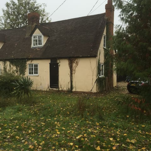 Stunning rural oak beamed  cottage, - Hatfield Broad Oak - Casa