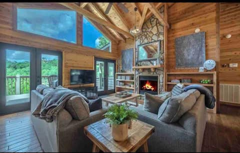 Timber Top Cabin -  Mountain View / Hot Tub