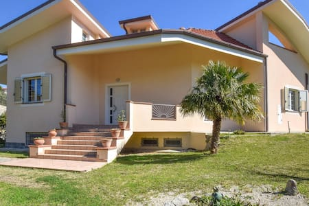 Semi-Detached with 4 bedrooms on 300m² in Montauro