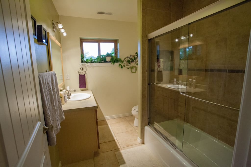 Full bath, adjacent to the upstairs Sage Bedroom.